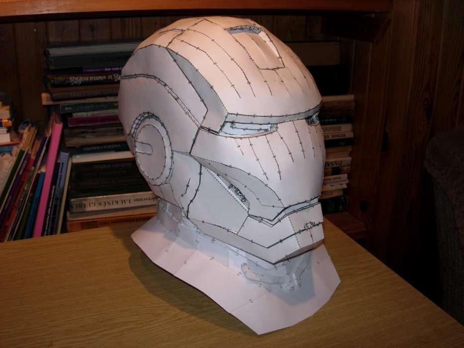 шлем железного человека из бумаги