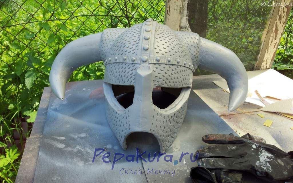 Загрунтовал шлем Довакина